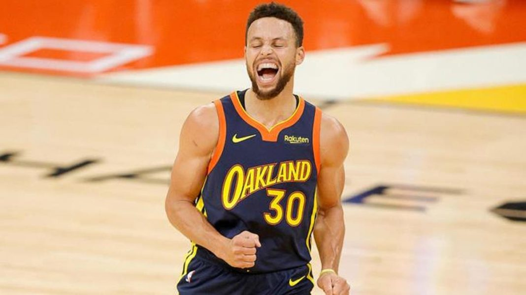Curry 215 millones